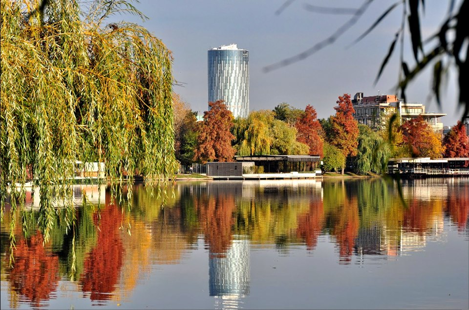 Bucharest, The Litle paris, green places, Photo Copyright Gh. Chelu - at Parcul Herăstrău.