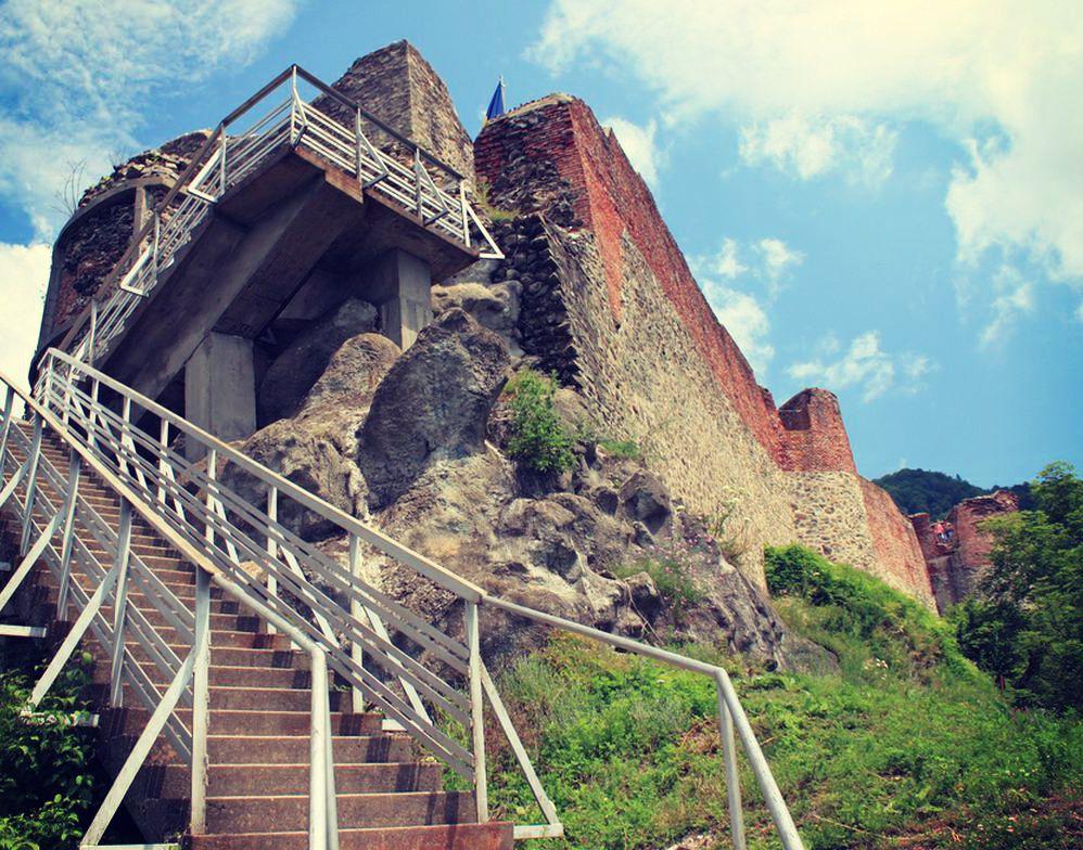 Poenari Citadel Poenari Castle, Dracula Citadel, Arges copyright Iulia Georgescu