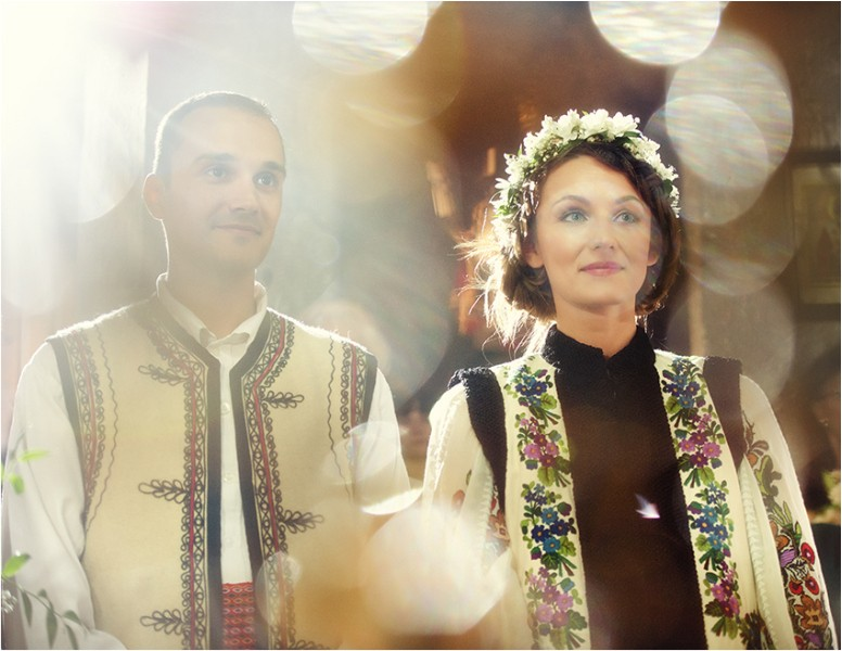 Romanian family, wedding, traditions, Photo copyright Ovidiu Lesan